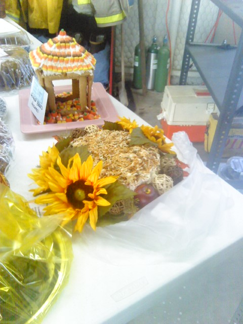cakeaucationtable10-22-11a.jpg